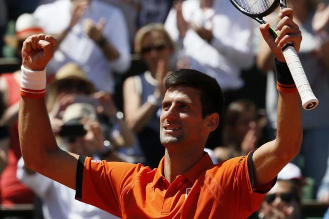 Nole celebra la victoria en la Philippe Chatrier ante Andy Murray
