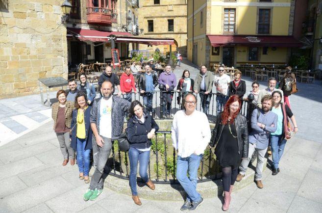 Miembros de la candidatura de Xixón Sí Puede, con Mario Suárez del...