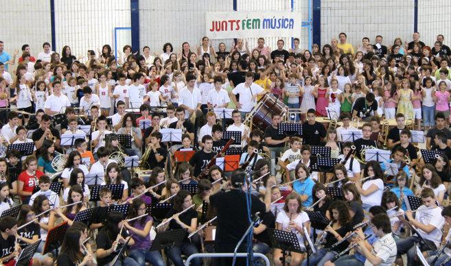 Miembros de la Escuela de Música de Algemesí, que forma parte de la...