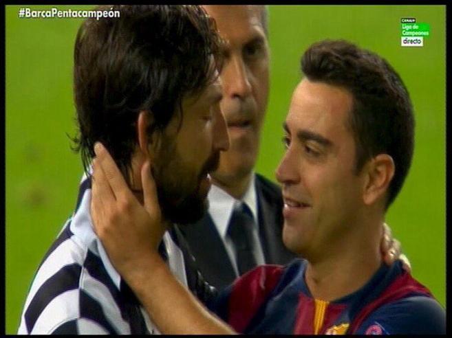 El saludo entre Pirlo y Xavi tras la final de la Champions ya forma...