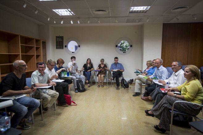 Los miembros de la comisión de diálogo de PSPV, Compromís y...