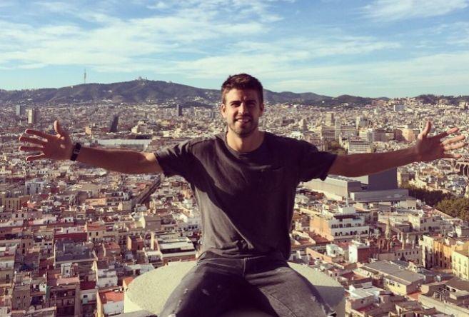 Piqué, y Barcelona a sus espaldas, en una imagen de su Instagram.