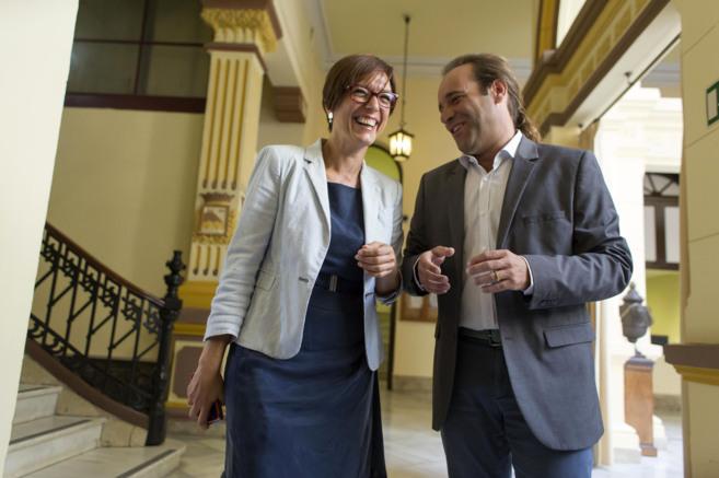 María Gámez y Juan Cassá, en el Ayuntamiento de Málaga.