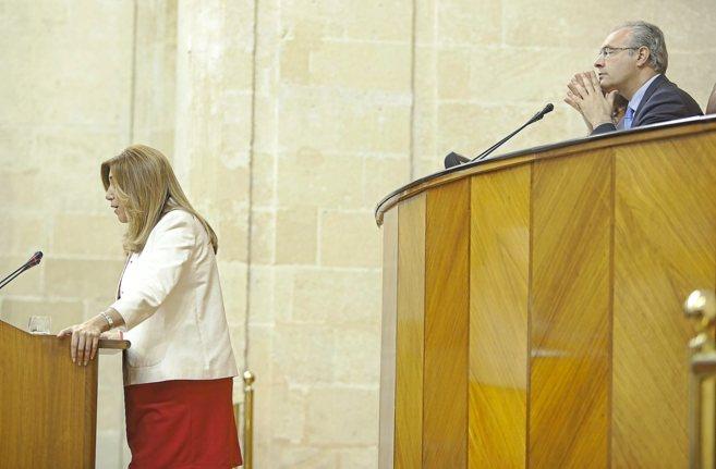 Susana Díaz en el pleno de investidura y ante el presidente del...