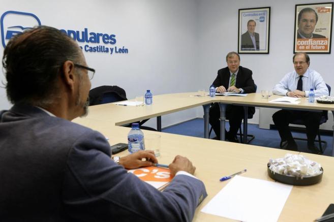 En primer plano Luis Fuentes, líder de Ciudadanos en Castilla y...