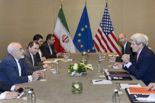 Los representantes de Irán y del Grupo 5+1, en el Hotel...