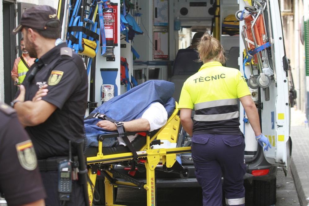 Momento en el que suben a 'El Pablo' a una ambulancia para...