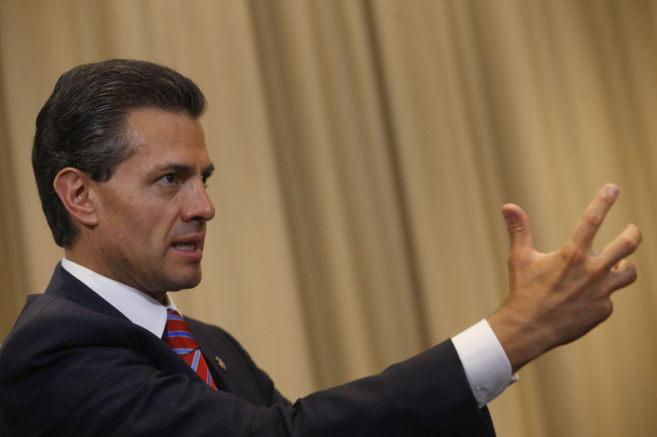 El presidente de México, Enrique Peña Nieto, durante su visita a...