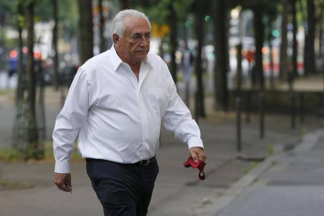 Dominique Strauss-Kahn, a su llegada a su apartamento en París.