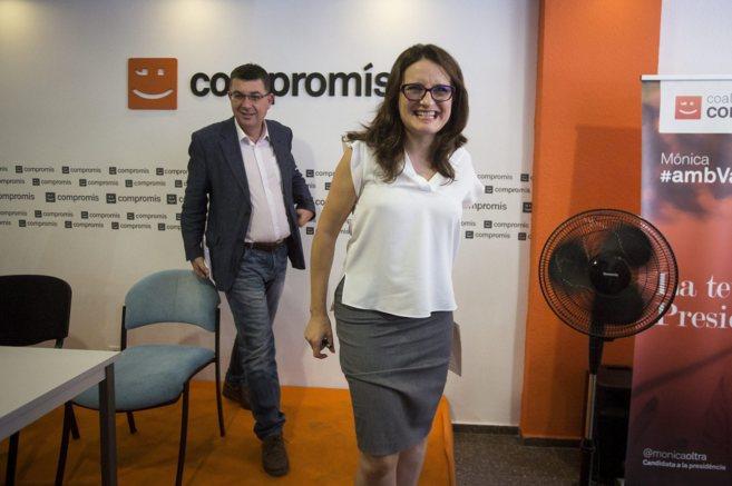 Mònica Oltra, junto a Enric Morera, tras anunciar que apoyará a Ximo...