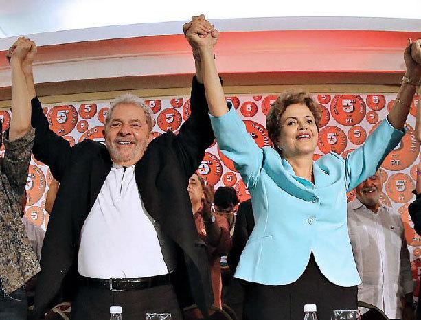 La presidenta Dilma Rousseff y su antecesor en el cargo, Lula da...