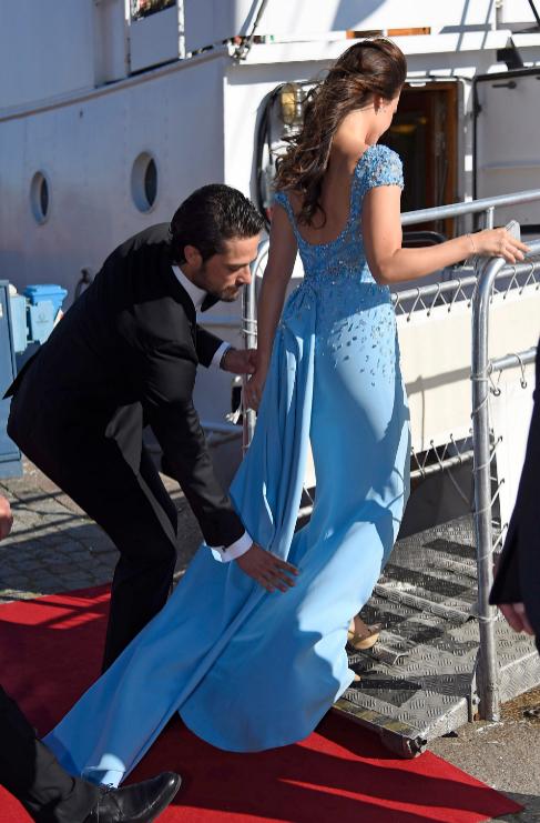 Carlos Felipe de Suecia ya ha ensayado cómo colocar la cola del...