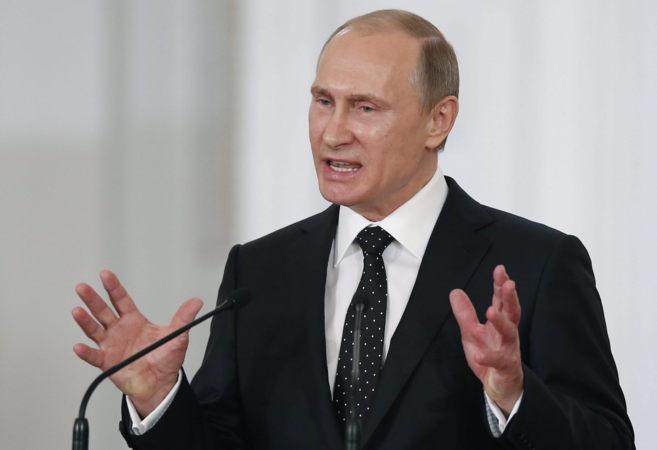 El presidente de Rusia, Vladimir Putin, da un discurso en el Palacio...