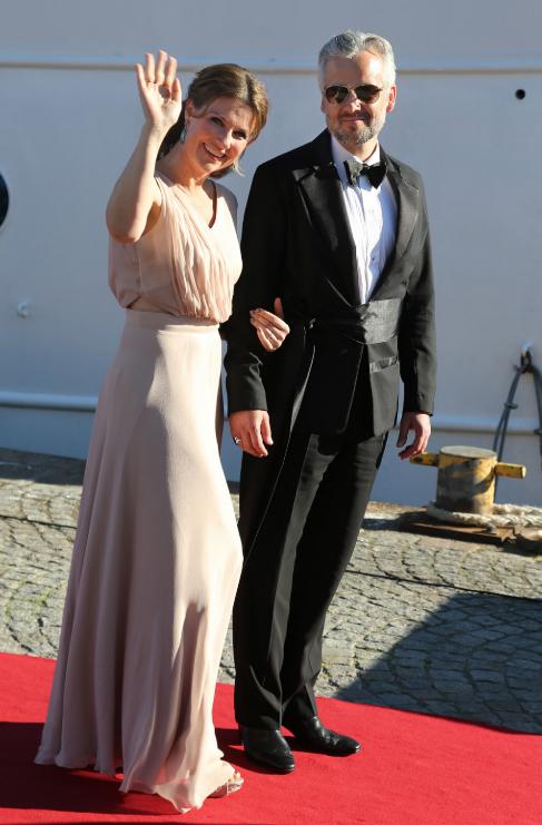 Marta Luisa de Noruega y su marido, Ari Behn, saludando a los medios...