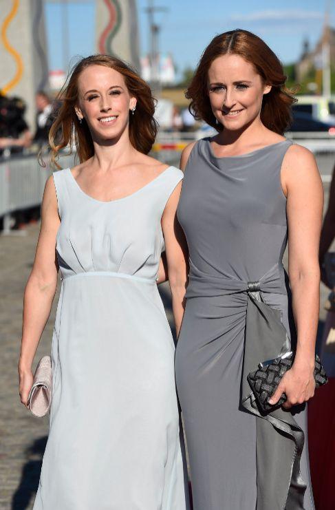 Sara y Lina Hellqvist, hermanas de la novia, han acudido a la cena de...