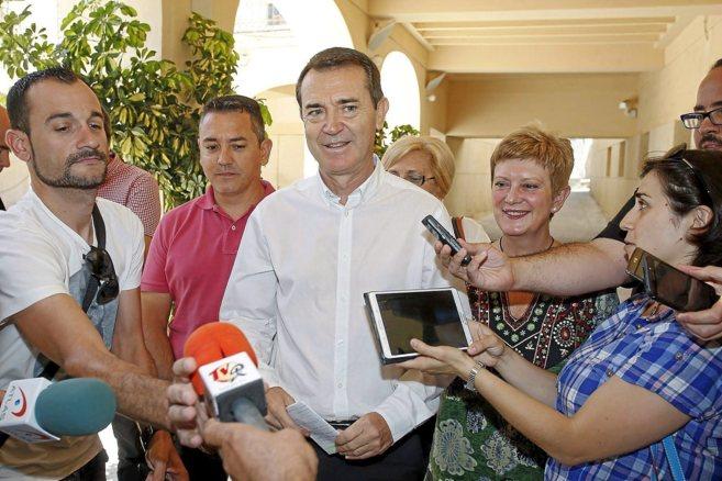 El candidato socialista a la Alcaldía de Almería, Juan Carlos Pérez...
