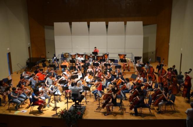 Los músicos ensayan la interpretación de Beethoven y de Chaicovsky