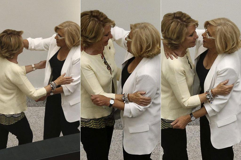 Esperanza Aguirre y Manuela Carmena protagonizaron una tensa campaña electoral. Este sábado, tras el nombramiento de la juez como nueva alcaldesa de Madrid, ambas se han saludado de manera cordial.
