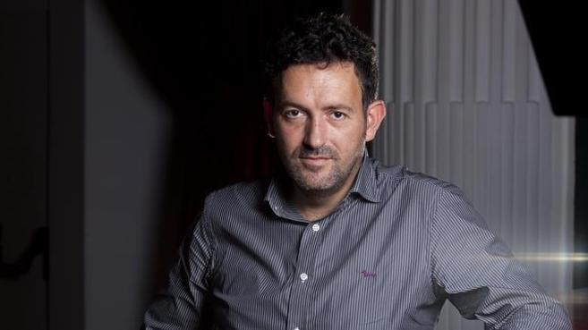 El escritor vizcaíno Mikel Santiago.