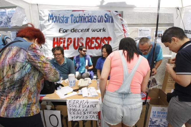 Huelguistas recogen firmas para ayudar a las familias de los...
