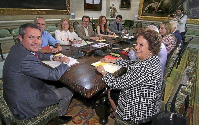 Juan Espadas preside la primera reunión de su gobierno en el...