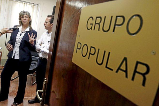 Sánchez Zaplana, ayer junto al edil Carlos Castillo en el grupo...