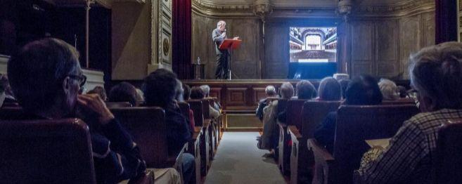 El presidente de la Sociedad Filarmónica de Bilbao, Asís de Aznar,...