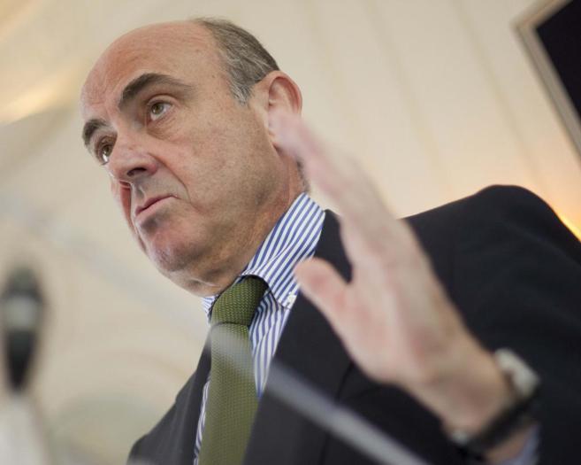 El ministro de Economía, Luis de Guindos, en un discurso en...