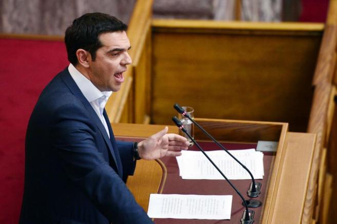 El primer ministro griego, Alexis Tsipras, en su discurso ante el...