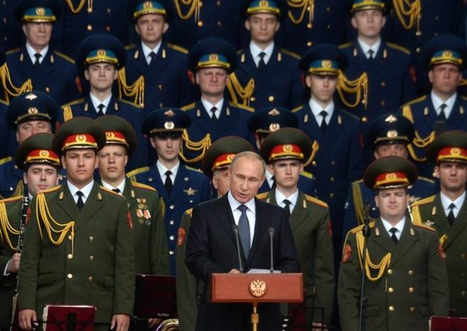 El presidente ruso, Vladimir Putin, da un discurso en un foro militar...