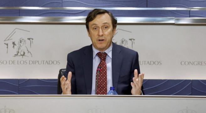 Rafael Hernando durante una comparecencia ante la prensa.