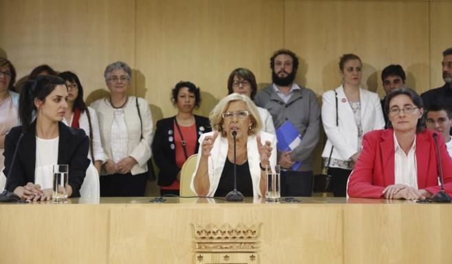 Rita Maestre (i) durante la rueda prensa ofrecida tras la primera...