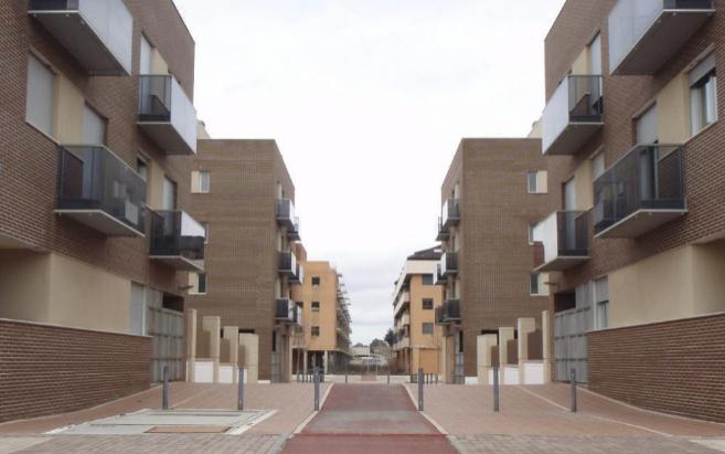 Imagen de archivo de varias viviendas de la Sareb en Ciudad Valdeluz,...