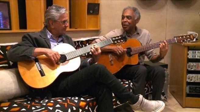 Los músicos brasileños Gilberto Gil y Caetano Veloso en una...