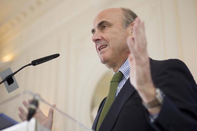 El ministro de Economía, Luis de Guindos, aspirante a presidir el...