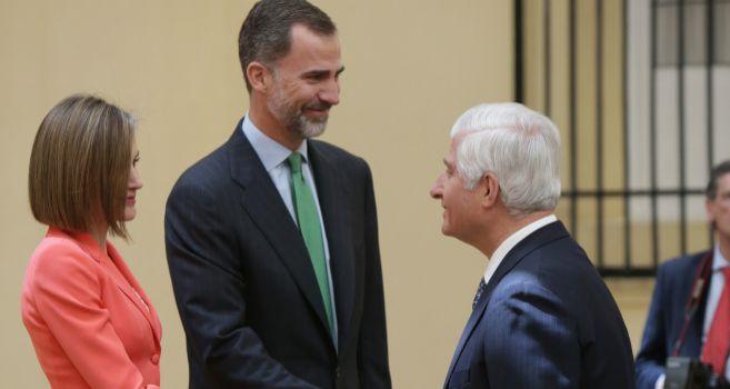 El ya duque de Alba saluda a los Reyes este martes en Madrid.