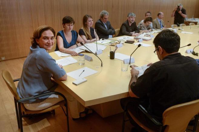 Colau ha presidido la primera reunión del nuevo gobierno municipal.