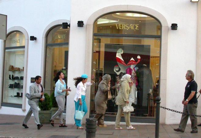 Escaparte de una tienda de lujo en Puerto Banús, Marbella.