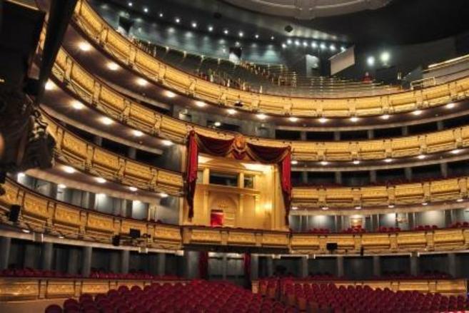 Vista del interior del Teatro Real. En el centro, el palco real.