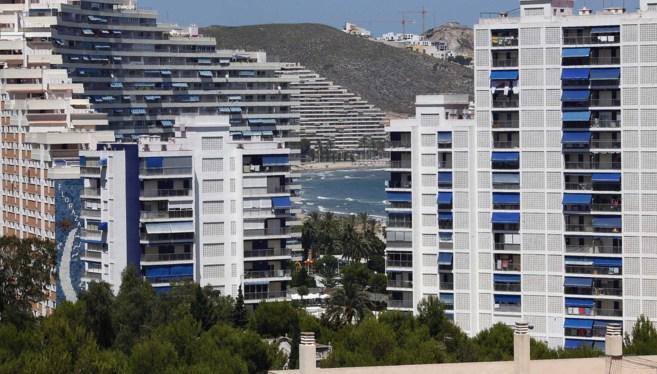 Imagen de bloque de apartamentos en la playa de la localidad...