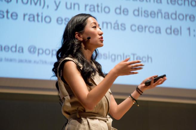 Jackie Xu durante la ponencia Design in Tech en el Barcelona Centre de...