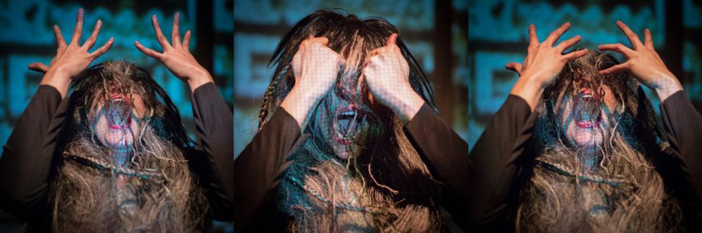 En la imagen la actriz Ángela Triana Gallego gritando sin ser capaz...