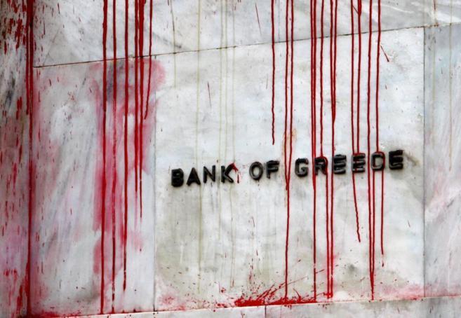 Fachada del Banco de Grecia tras una manifestación.