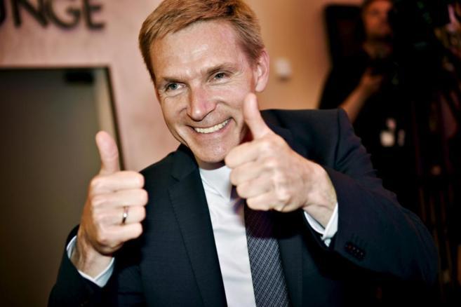 El líder del Partido Popular Danés, Kristian Thulesen Dahl, celebra...