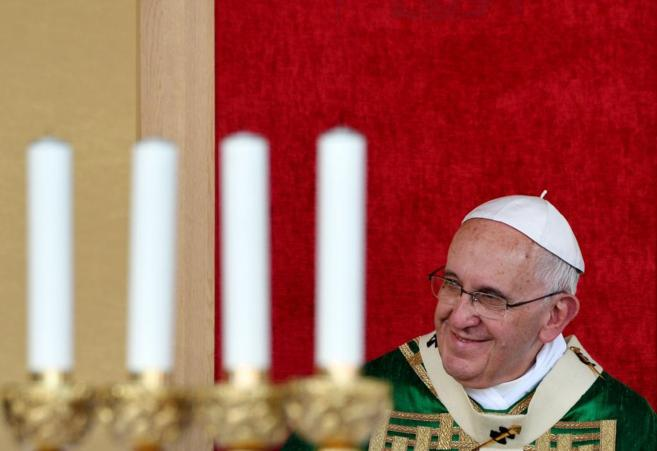 Francisco sonríe durante la misa que ha celebrado en Turín.