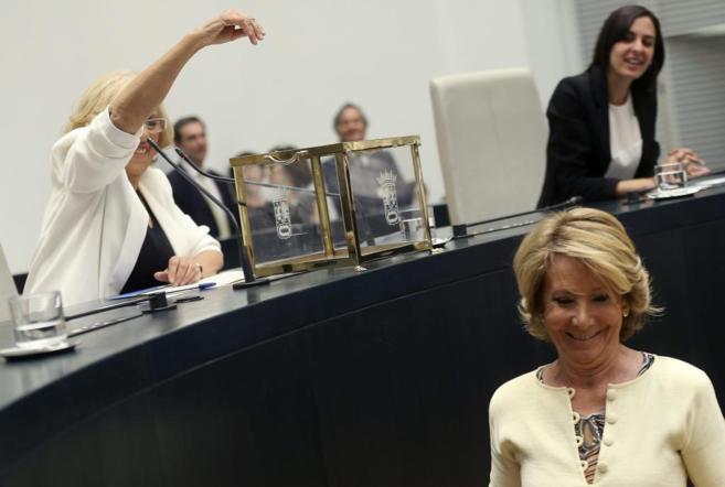 Esperanza Aguirre, tras depositar su voto en la constitución del...