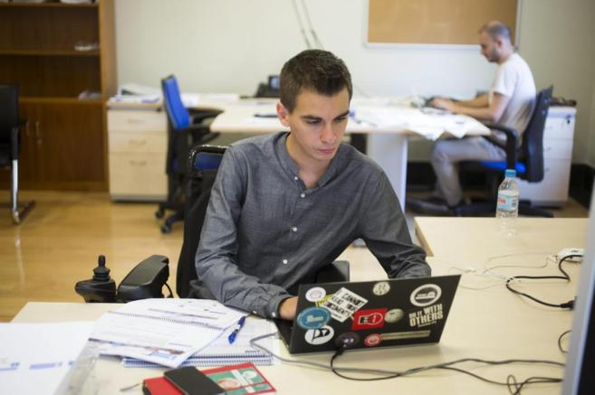 Pablo Soto, edil de Participación, el viernes trabajando en su...