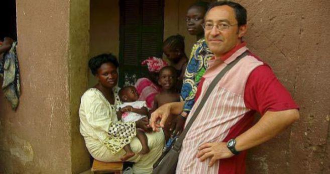 El investigador vitoriano Jesús Prieto Mendaza, con una familia en...