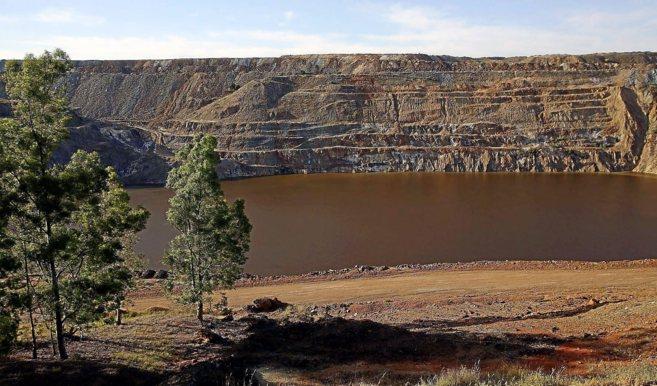 Vista de la corta de la mina de Aznalcóllar .