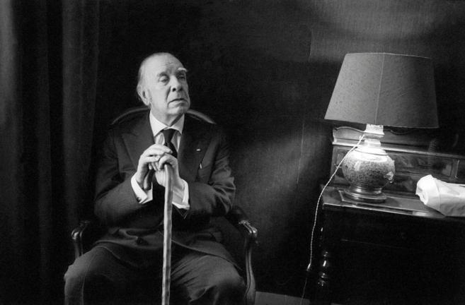 El escritor argentino Jorge Luis Borges, en una entrevista en el año...